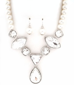 "17"" Pearl Glass stone Tear Drop Necklace Set $25.00"